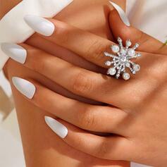 Luminoso Fantasía Copos de nieve formado Aleación Diamantes de imitación Perla con Diamantes de imitación Flores Perlas Anillos