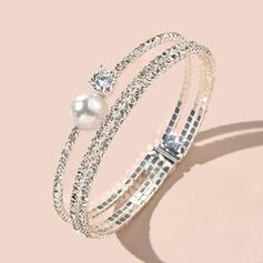 Luminoso Elegante Aleación Diamantes de imitación La perla de faux con Diamantes de imitación La perla de faux Pulseras