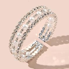 Luminoso Atractivo Delicado Aleación Diamantes de imitación La perla de faux con Diamantes de imitación La perla de faux Pulseras